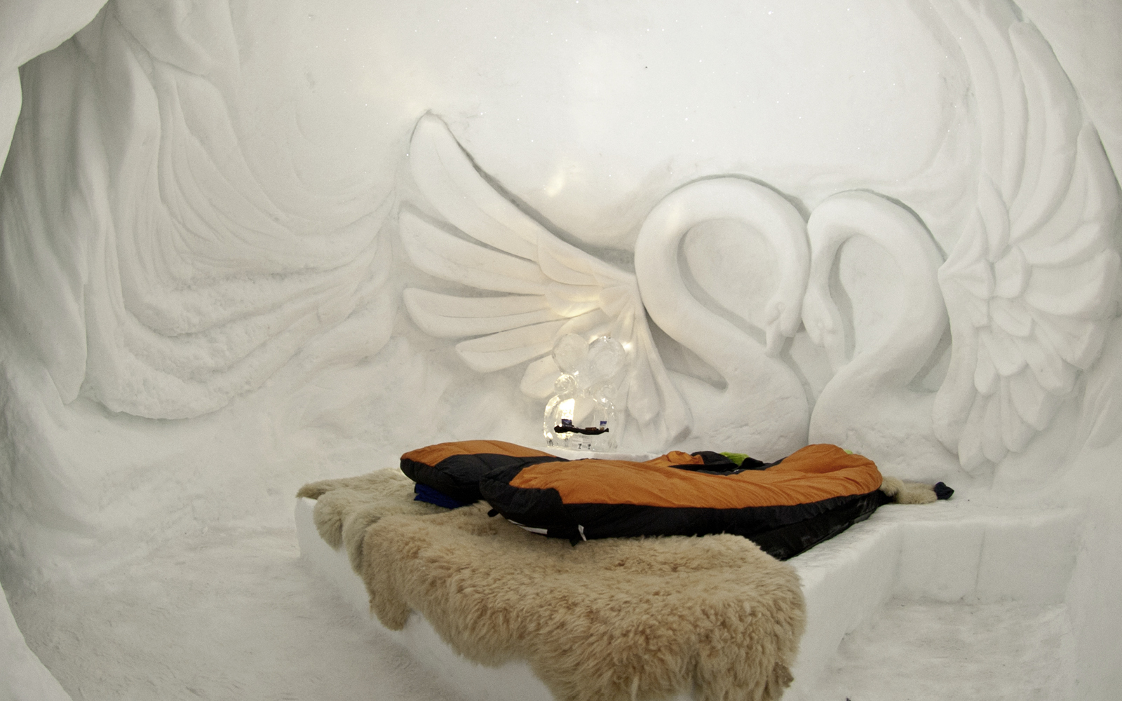 dormir dans un igloo mycard de viseca. Black Bedroom Furniture Sets. Home Design Ideas
